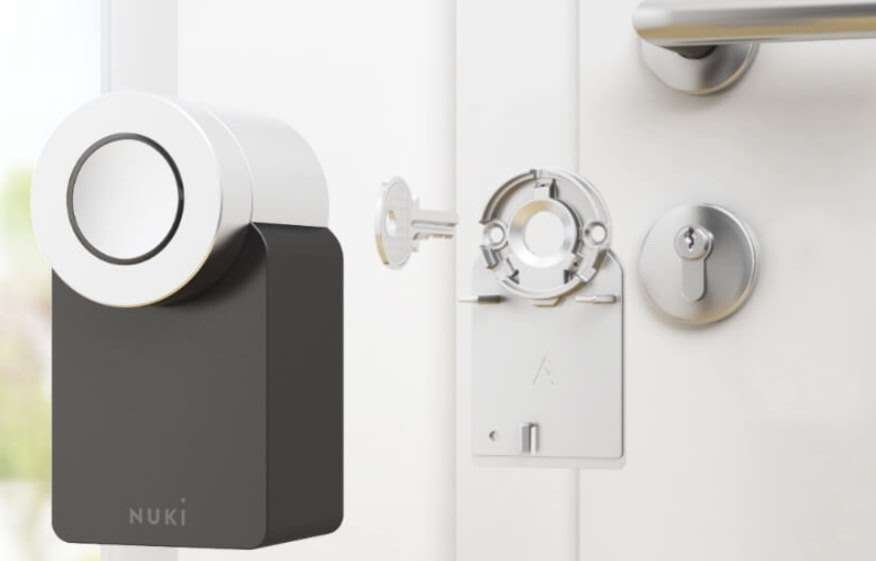 A photo visualization showing how the Nuki Smart Lock fits on a regular door