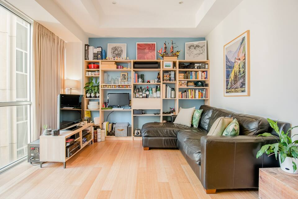 08_Keeping good care and maintenance levels high in your Airbnb Plus rental is key. Interior shot of living room.